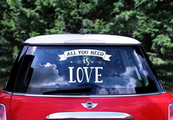 Autodeko Aufschrift all you need is love